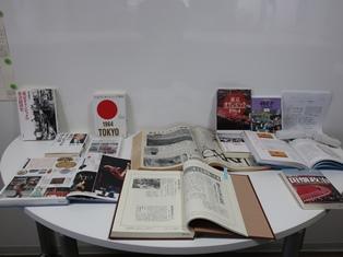 資料展示「TOKYOオリンピック2020 1964 1940」の様子